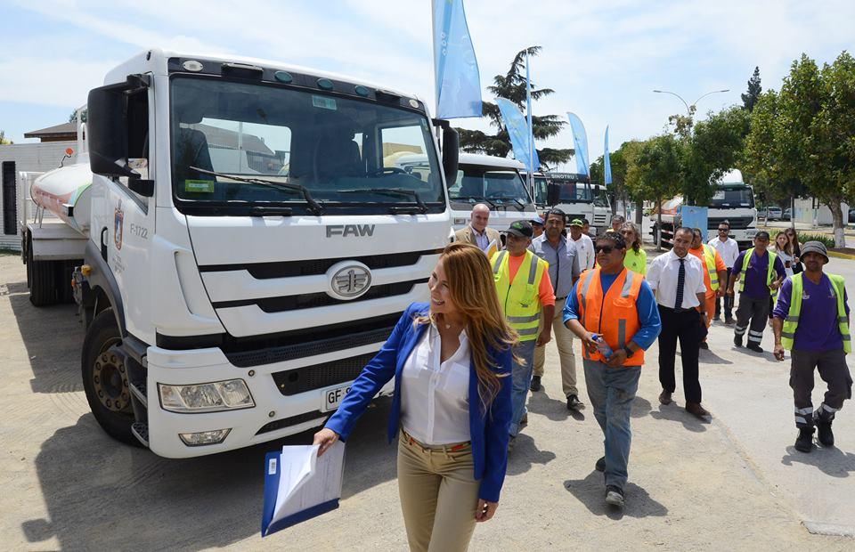 VIDEO | Cathy Barriga anuncia que Maipú donará una carga diaria de agua para el Supertanker