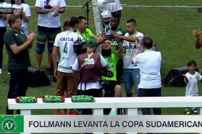 Jugadores del Chapecoense alzaron la Sudamericana a dos meses del accidente