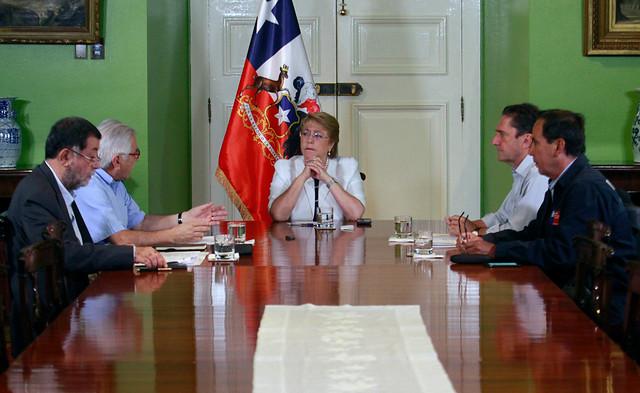Michelle Bachelet convocó a reunión de emergencia por incendios forestales