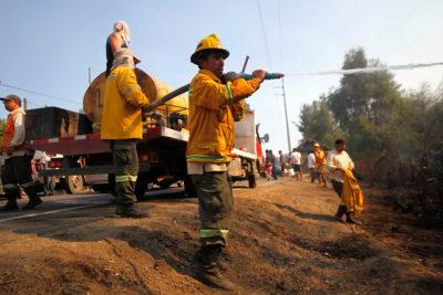Conaf controla 76 incendios en zona centro sur: aún se mantienen activos 110