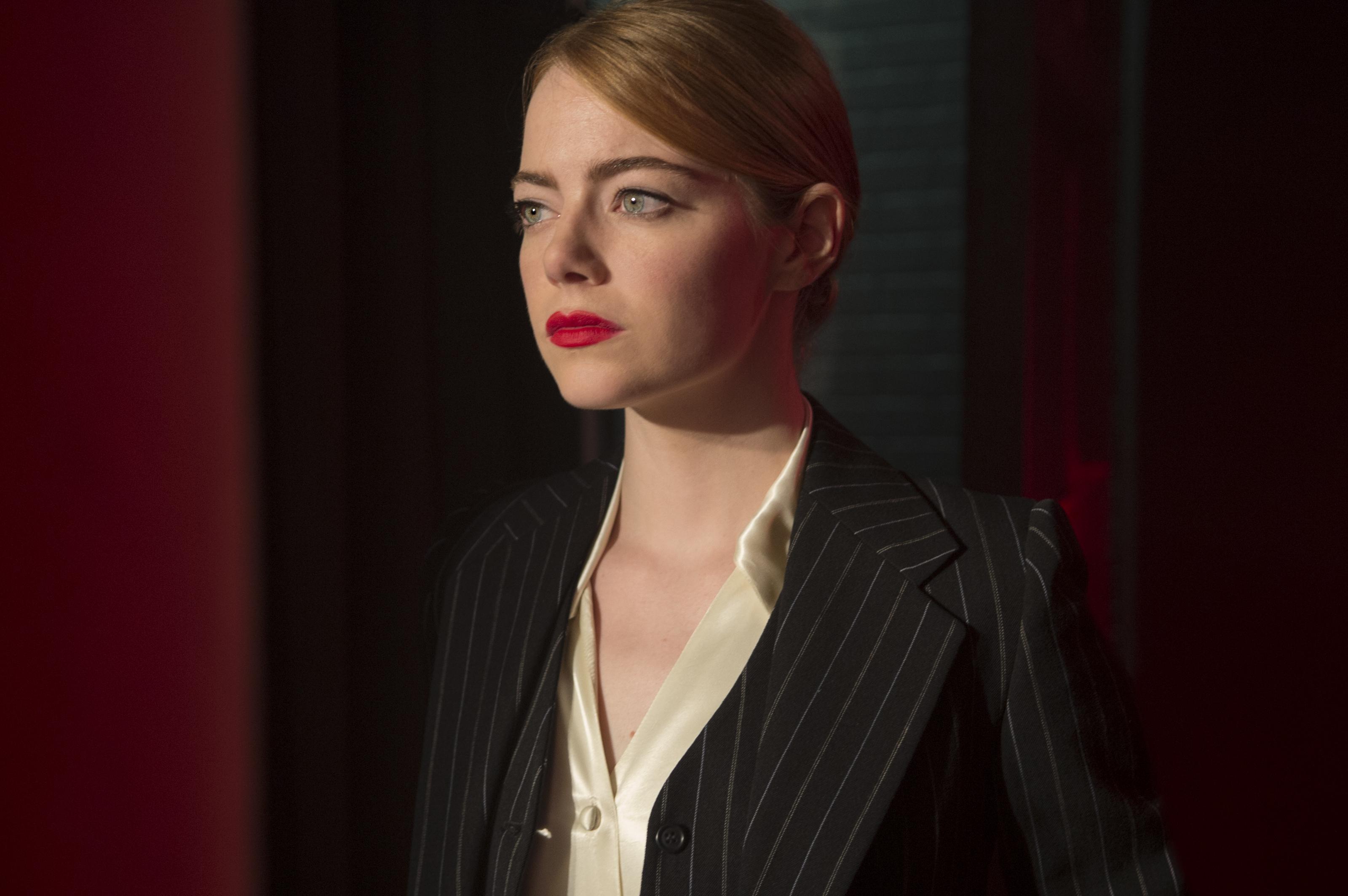 """VIDEO  La aplaudida respuesta de Emma Stone a la pregunta de alfombra roja """"¿qué llevas puesto?"""""""