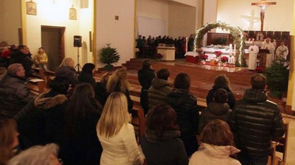 Sacerdote italiano es acusado de realizar orgías en su iglesia y de prostituir a sus 15 amantes