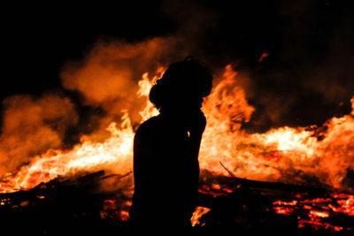 """Emotivo relato de la BBC sobre incendios: """"¿Qué hace que los chilenos sean tan resistentes a tragedias?"""""""