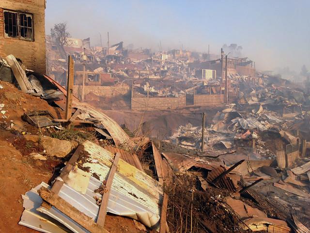 Alerta roja se extiende a tres comunas en la región de Valparaíso por incendio