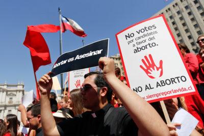 """Seis frases anti aborto del obispo de San Bernardo para """"iluminar las conciencias"""" de los parlamentarios"""