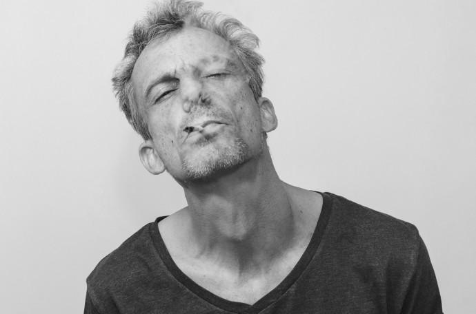 """""""Bloqueo al nazi"""": inédita campaña de Pablo Schwarz contra José Antonio Kast prende en cosa de horas en redes sociales"""