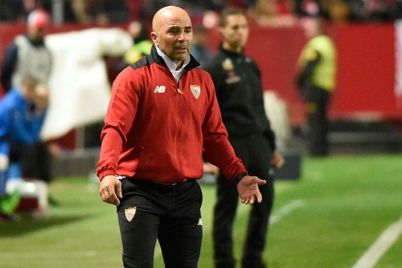 Explotó la olla: hinchas del Sevilla exigen la destitución inmediata del rehén Sampaoli