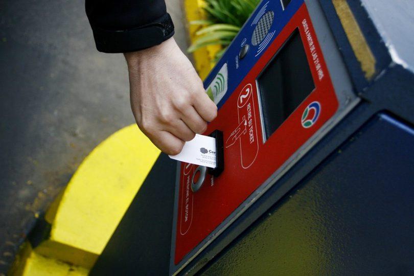 """Por qué la nueva ley de estacionamientos """"solo beneficia a las empresas"""", según economista"""