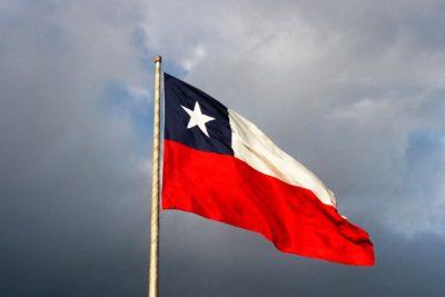 Legislador de EE.UU. inicia campaña para que la gente de Texas no use la bandera chilena en mensajes de texto