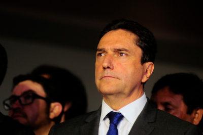 """Ministro de defensa califica como """"hechos aislados"""" los casos de espionaje en la Armada"""