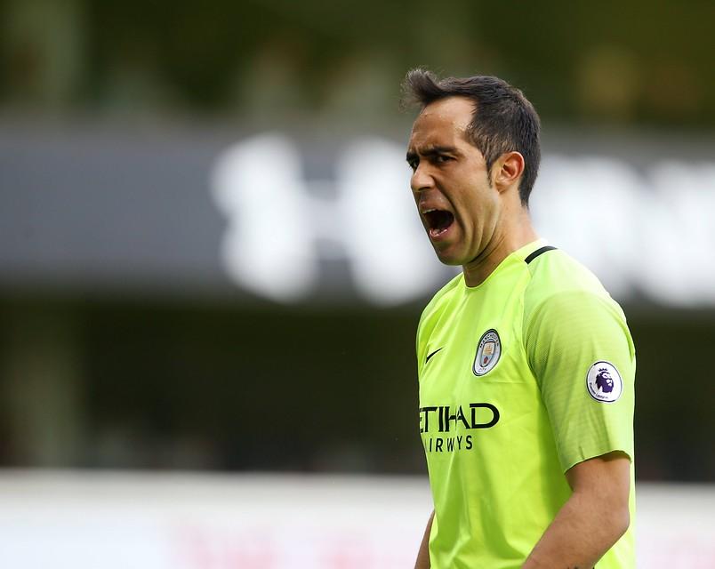 Ya es oficial: Manchester City tiene arquero reemplazante ante posible salida de Claudio Bravo