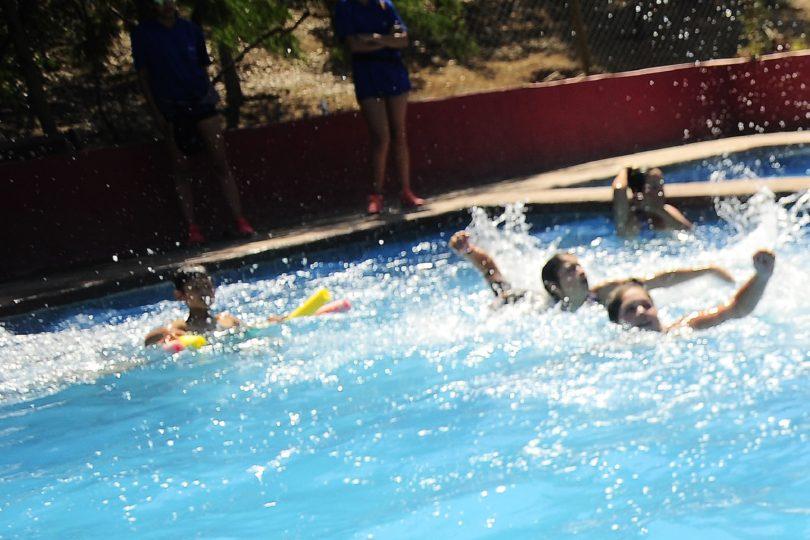 Justicia rechaza recurso a hija de asesora del hogar discriminada en edificio por uso de piscina