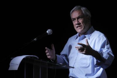 """Piñera tuitea que está """"coordinando"""" reconstrucción por incendios y le recuerdan que es """"inconstitucional"""""""