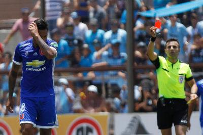 FOTO | La verdadera historia del polémico gesto de Gonzalo Jara tras llegada de la U a Santiago