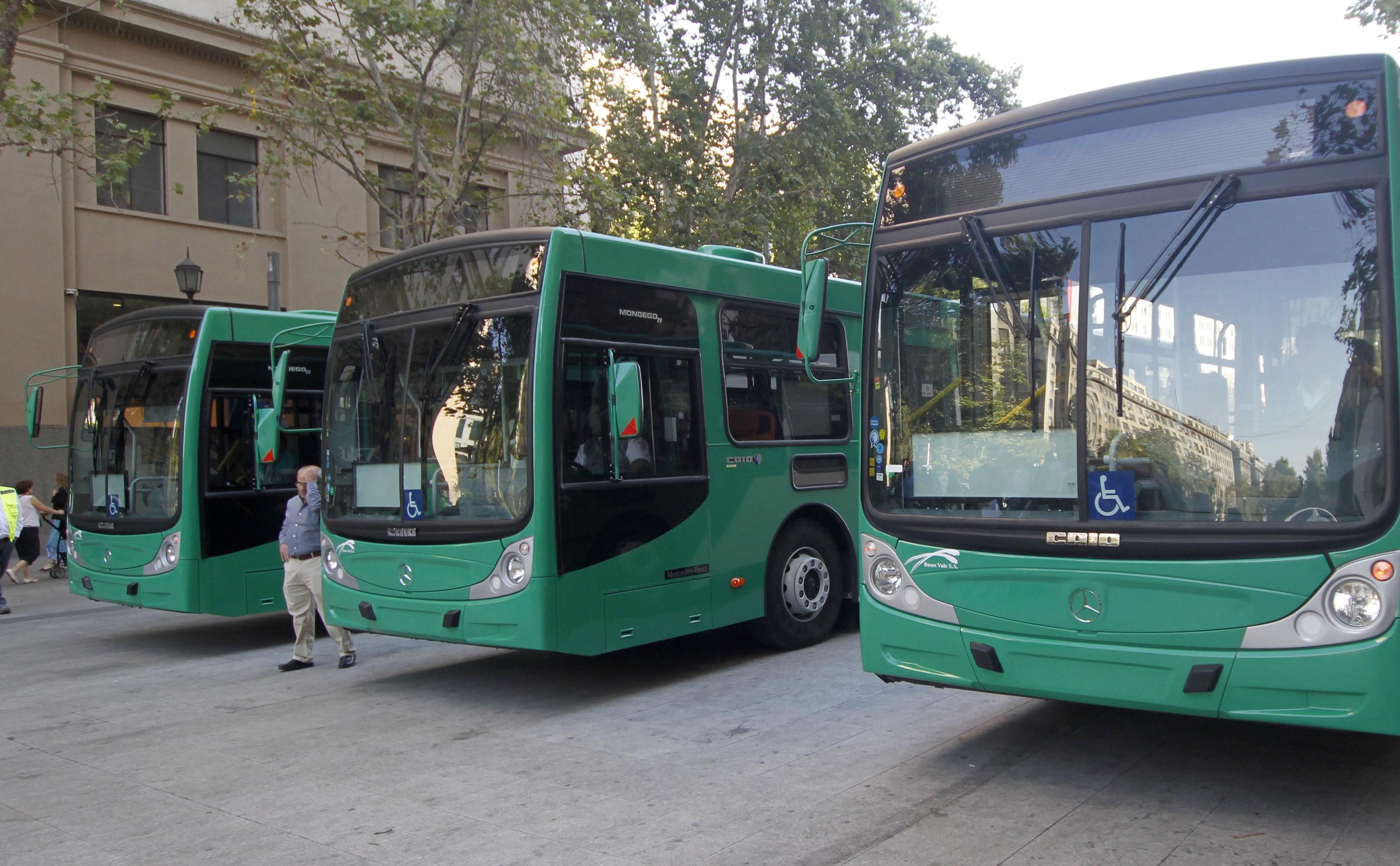 Diez años del Transantiago: buses en la calle, extensas jornadas y el plan maestro que no fue