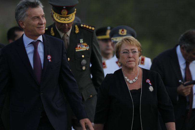 Cadem: 80% dice que Presidenta Bachelet lo ha hecho mal y Piñera mantiene distancia con Guillier