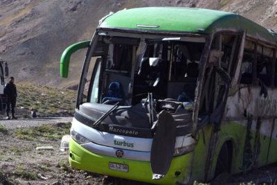 """Tur Bus prestará asesoría legal a chofer de máquina que volcó: empresa admite """"error humano"""""""