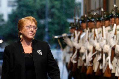 Michelle Bachelet retoma sus funciones en plena emergencia por aluviones