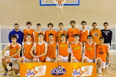 """Colegio saca aplausos con """"lección pública"""" a su selección de básquetbol por bullying al equipo rival"""