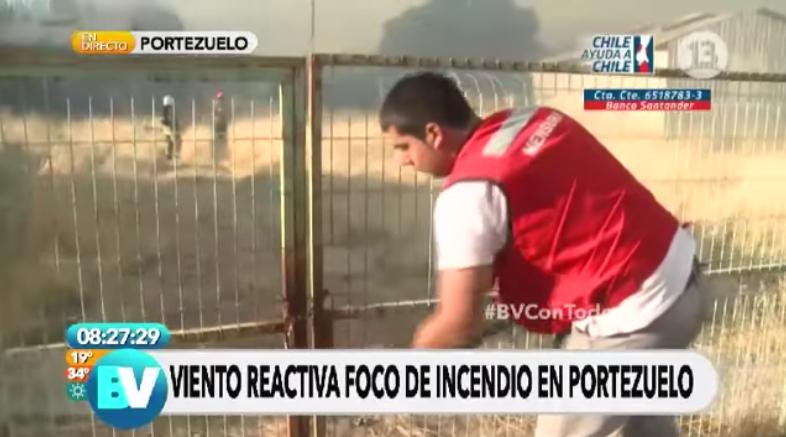 Así cuentan en Rusia la historia del bombero chileno intentando abrir el portón