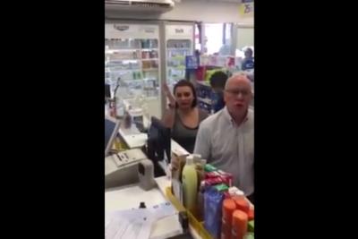 VIDEO | Revelan nuevo y asqueroso episodio de la mujer xenófoba en farmacia de Providencia