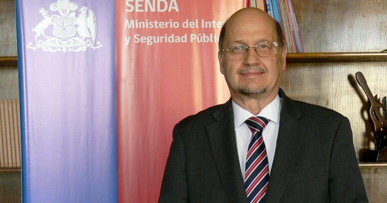 """""""Gobierno designa a Patricio Bustos, ex titular del Servicio Médico Legal, como director de Senda"""""""
