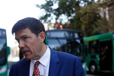 Ex ministro de Transporte enfrenta querella de empresas por denegación de pago