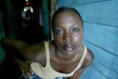 Ángeles de la Muerte: la cruda historia de las mujeres con SIDA que venden su cuerpo por dos dólares