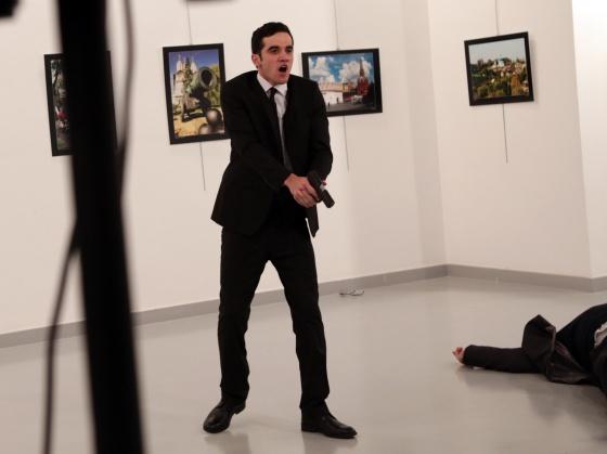 WordPress Photo 2016: crudo relato del fotógrafo que registró el asesinato de embajador ruso en Turquía