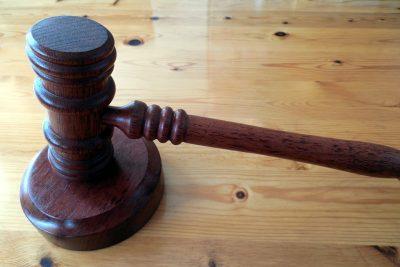 Corte suspende a juez que habría acosado sexualmente a seis funcionarias