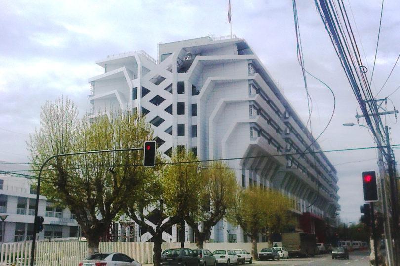Contraloría detecta a falso ingeniero que participó en construcción de 9 edificios públicos