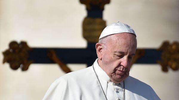 """La cuestionada """"misericordia"""" del Papa Francisco: redujo castigos a sacerdotes condenados por pedofilia"""