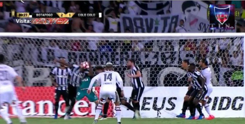 VIDEO | El claro penal no cobrado que pudo cambiar la suerte de Colo Colo en Rio de Janeiro
