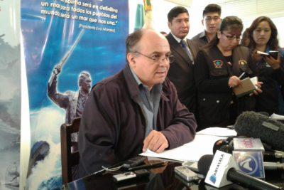 """Ministro de Defensa boliviano a Heraldo Muñoz: """"Que le vaya a pedir disculpas a su abuela"""""""
