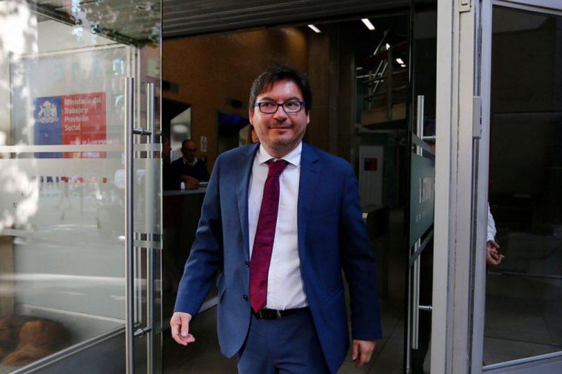 """Barraza quita el piso a idea de Lavín: """"Quitar beneficios sociales no aplica en Estado de Derecho"""""""