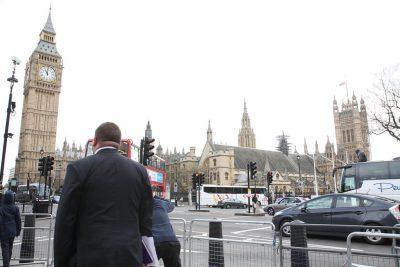 VIDEOS + FOTOS | Los primeros registros del atentado que sacudió Londres y cobró cuatro víctimas fatales