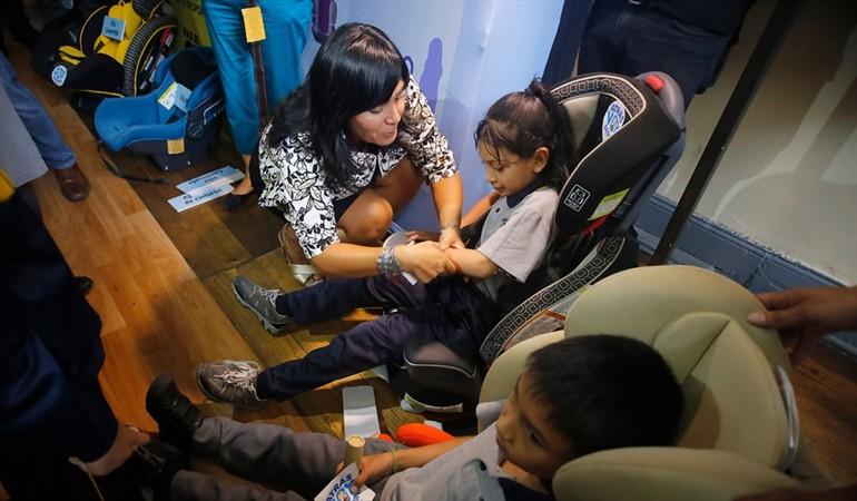 Uso obligatorio de sillas infantiles en los autos empieza a regir desde hoy