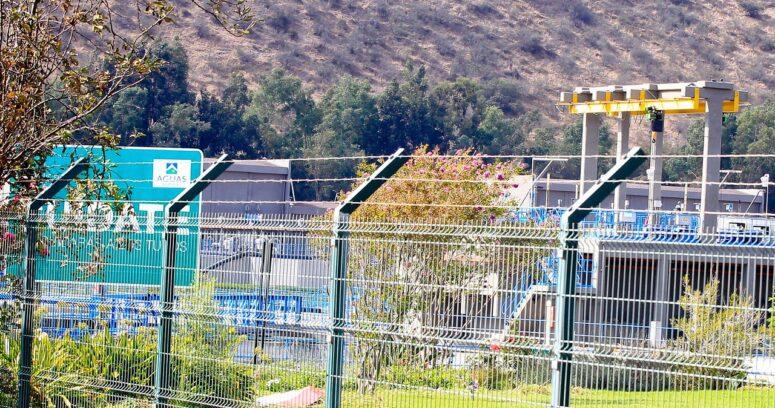 Aguas Andinas en alerta por derrame de petróleo en río Mapocho: servicio aún operativo