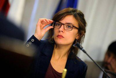 Camila Vallejo mandó al Gobierno a leer la Ley General de Educación por proyecto que busca echar a alumnos que cometen delitos