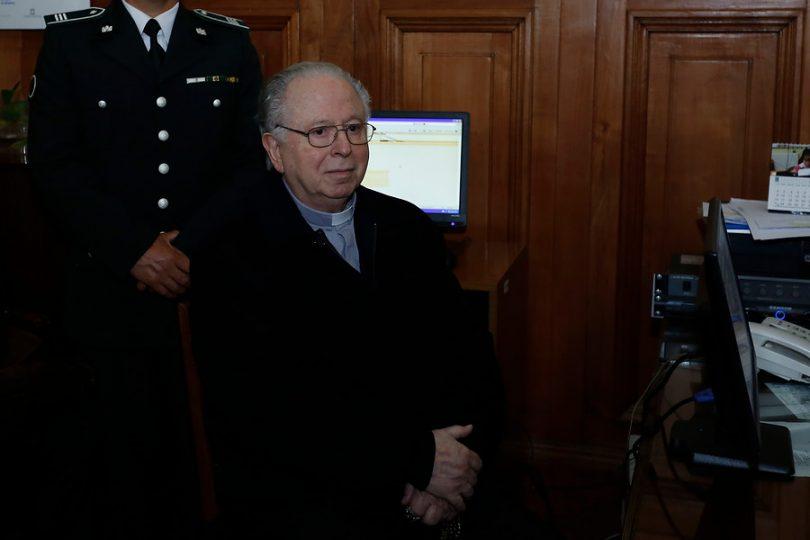 """Víctimas de Karadima tras rechazo a demanda contra Arzobispado: """"La Justicia le da inmunidad a la Iglesia"""""""