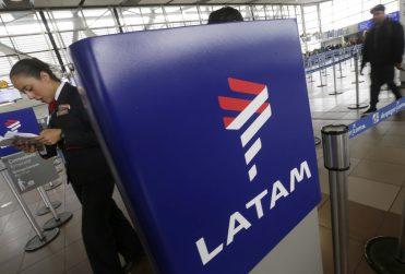 """LATAM anuncia nueva política de """"low cost"""" durante todo el año: estos serán los precios"""