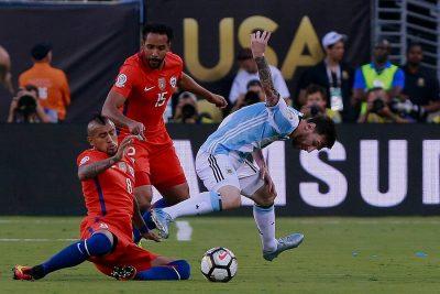 """A DT de Argentina no le gusta la marca de Chile a Messi: """"Los chilenos lo han golpeado mucho"""""""