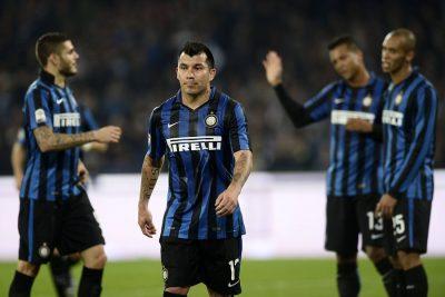 """""""No podemos seguir con Medel en defensa, es enano"""": Gary enfrenta críticas en el Inter"""