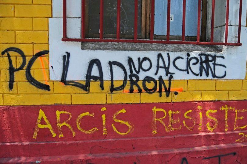 Alumnos de la U. Arcis exigen recursos para la continuidad o gratuidad para todos los afectados
