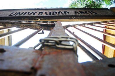 Estudiantes de la Arcis interponen recurso de protección por cierre de la universidad