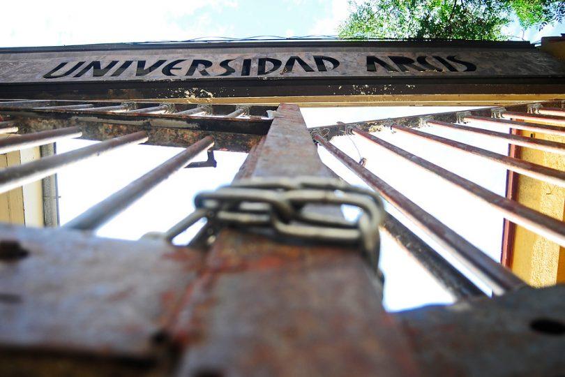 Cierre de la Universidad Arcis queda en suspenso