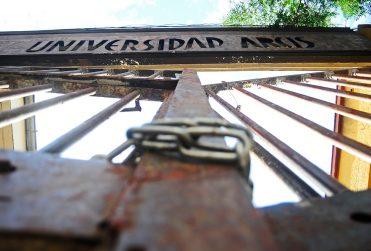 Estudiantes de la Universidad Arcis denuncian el despido injustificado de cuatro docentes