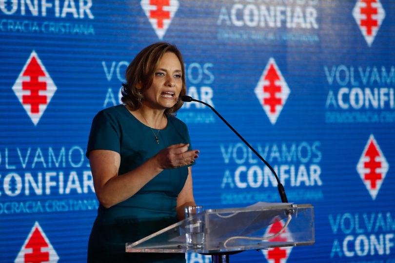 """Carolina Goic califica de 'dictador' a Nicolás Maduro: """"Ya cruzó la línea en Venezuela"""""""