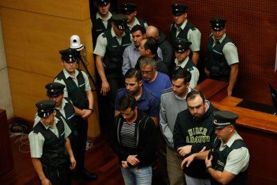 """Tribunal estima """"ilegal"""" detención de ex carabineros indagados por millonario fraude: quedaron en libertad"""