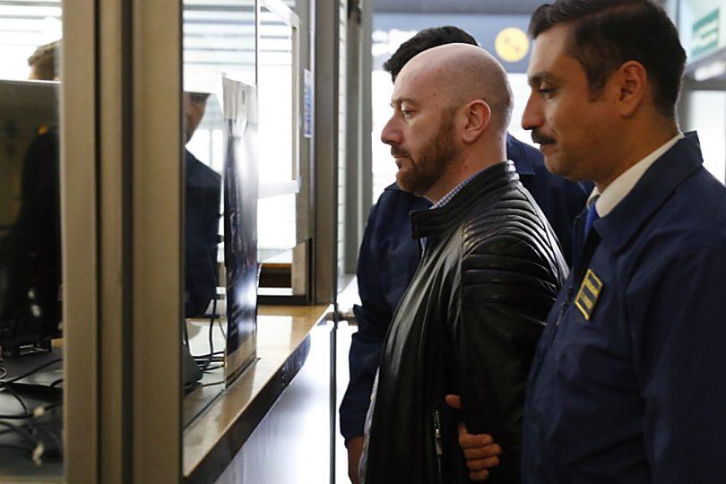 FOTOS | Así fue la llegada de Rafael Garay al aeropuerto de Santiago